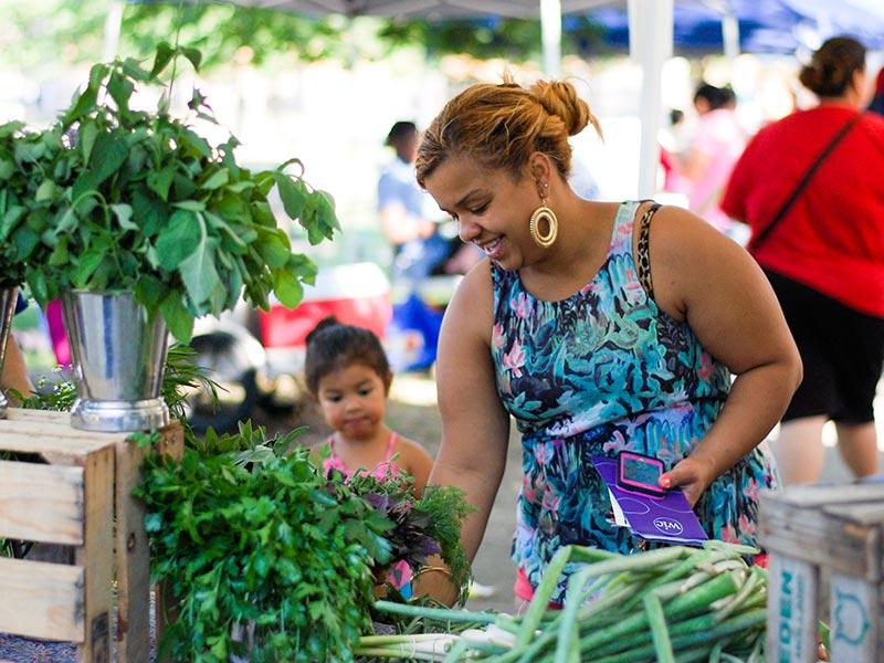 Photo of farmers market customers